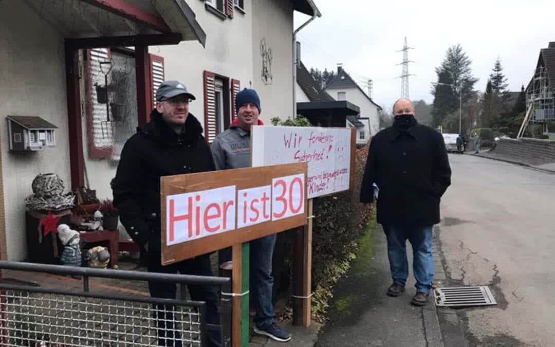 """Protest gegen """"Umleitungsschleichweg"""""""