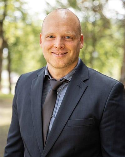Dr. TIM BERNSHAUSEN